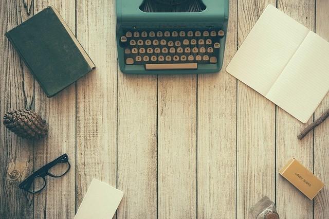 typewriter-paper-writing-utensils