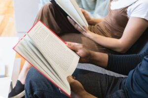 people-reading-a-book